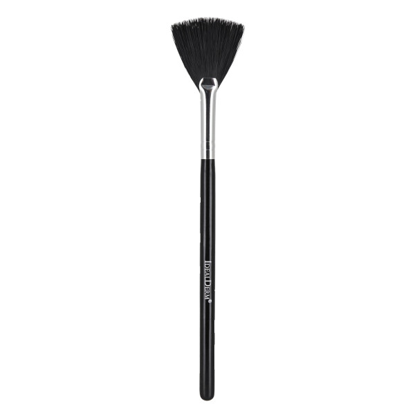 Fan brush for creams, masks and powder